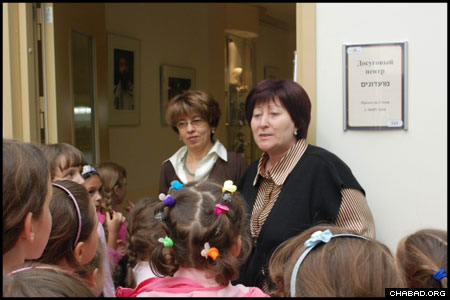 Staff members of the Shaarei Tzedek social welfare center welcome a group of visiting girls from Moscow's Bnot Menachem school. The third grouping exhibited the work of one artist, who is among the 15,000 people who benefit daily from Shaarei Tzedek's financial, food and medical assistance projects.