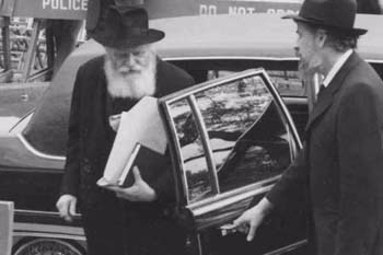 The Rebbe says thank you to Rabbi Klein as he leaves the car.