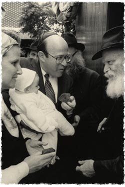 Bob and Diane Abrams with Rebbe.jpg