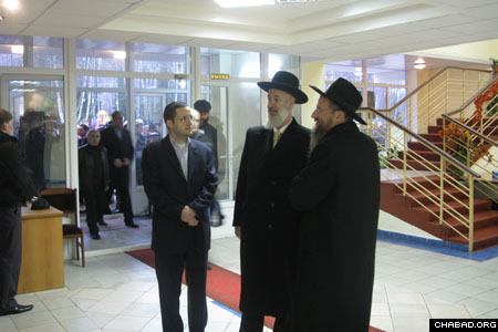 Russian Chief Rabbi Berel Lazar, right, escorts Israeli Chief Rabbi Yona Metzger through the lobby of the new wing at the central Chabad-Lubavitch yeshiva in Moscow.