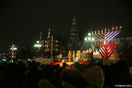 Moscow's Jewish community came out in droves, despite freezing weather, to take part in the city's annual Chanukah menorah lighting in Red Square.