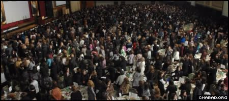 Thousands of Jewish leaders filled a New York ballroom for the banquet portion of last year's International Conference of Chabad-Lubavitch Women Emissaries.