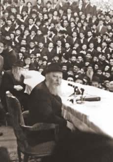 Le Rabbi lors d'un Farbrenguen