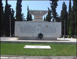 אנדרטה המנציחה את זכר יהודי סלוניקי שנרצחו בשואה, בבית העלמין החדש