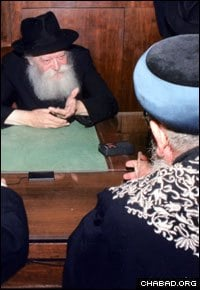 The Rebbe, Rabbi Menachem M. Schneerson, of righteous memory, and Eliyahu meet in 1989, one of three audiences they had at Lubavitch World Headquarters in New York.