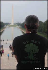 A wounded Israeli soldier takes it all in at the Lincoln Memorial.
