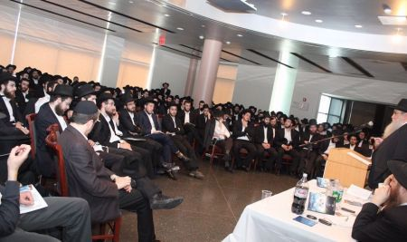 Rabbi Moshe Kotlarsky, vice chairman of Merkos L'Inyonei Chinuch, the educational arm of the Chabad Lubavitch movement, and director of the Roving Rabbis program, shares personal experiences and advice with the Rovers.
