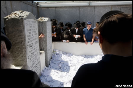 The observances coincided with events around the globe that marked the third day of the Hebrew month of Tammuz by urging attendees to look inward and resolve to do good deeds in the Rebbe's memory.
