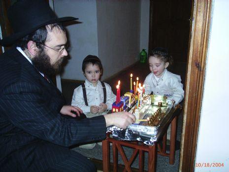 р. Шалом Гопиин с детьми.