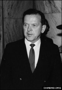 """Sen. Ted Stevens attends a Capitol Hill event honoring the Rebbe, Rabbi Menachem M. Schneerson, of righteous memory, in the 1980s. """"We take pride in the fact that the Lubavitcher Rebbe counts himself as a citizen of the United States of America,"""" the senator said at the gathering. (Photo: Lubavitch Archives)"""