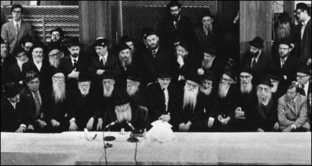 A Chassidic gathering at Lubavitch World Headquarters, with the Rebbe, in the early 1970s. (Photo: The Harlig Collection/Lubavitch Archives)