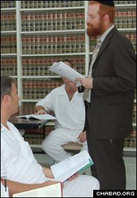 Jewish prisoners outside Houston, Texas, engage a Chabad-Lubavitch rabbi.