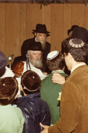 Public school children attending a rally in the sukkah at Lubavitch World Headquarters are greeted by the Rebbe with a smile. (Photo: Lubavitch Archives)