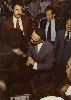 Prime Minister Begin bids farewell to the Rebbe, of righteous memory. Yehudah Avner is standing on the right of the Prime Minister. (Photo: Velvel Schildkraut (Michele) Studios/Kahn family)