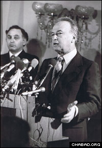 Avner, left, served as an adviser and representative to four prime ministers, including Yitzhak Rabin.
