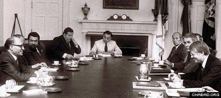 Israeli diplomat Yehuda Avner, center, accompanied Prime Minister Menachem Begin, left, to a meeting at the White House with U.S. President Jimmy Carter, right.