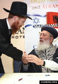 Israeli Chief Rabbi Shlomo Amar congratulates Albanian Chief Rabbi Yoel Kaplan.