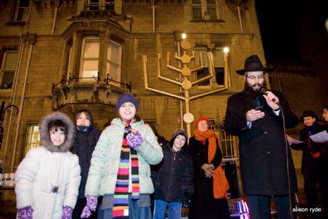 broad_st_menorah_with_kids.jpg