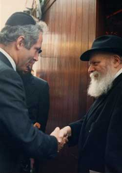 Prime Minister Benjamin Netanyahu with the Rebbe, Rabbi Menachem Mendel Schneerson, of righteous memory. (Photo: Lubavitch Archives)