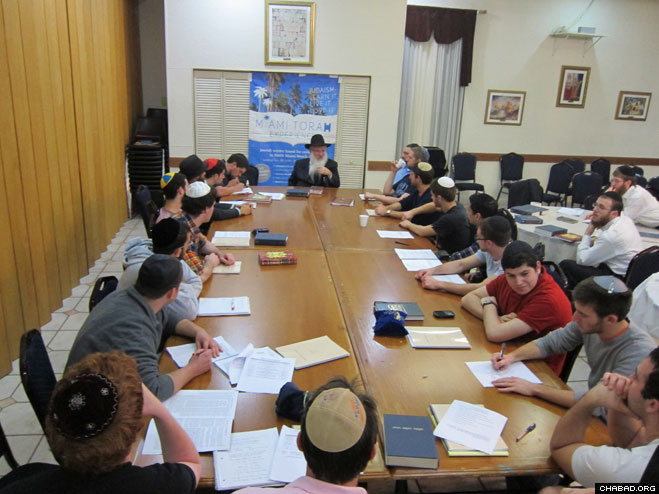 Rabbi Manis Friedman leads a class during the Miami Torah Experience, a 10-day immersive program under the auspices of Chabad-Lubavitch of Florida in cooperation with the Chabad on Campus International Foundation.