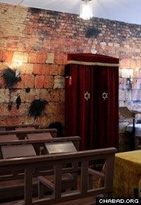 Rabbi Yisroel and Alizah Silberstein run a 350-square-foot synagogue in Chernigov.