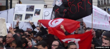 Demonstrators take to the streets in Nantes, France, in support of the popular uprising in Tunisia. (Photo: Wikimedia Commons/Kormin)