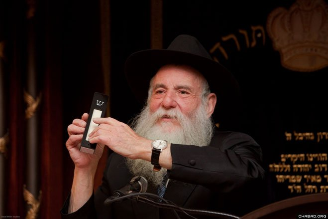 Rabbi Boruch Shlomo Cunin, director of Chabad of the West Coast, addresses the 39th annual West Coast Conference of Chabad-Lubavitch Emissaries at Yeshiva Ohr Elchonon Chabad in Los Angeles. He announced the establishment of the new Machne Menachem overnight camp for boys and the Gan Chaya overnight camp for girls at the Kiryas Schneerson mountaintop campus in Running Springs, Calif.