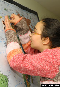 Mousia Wilhelm of Oslo maps out the locations of her classmates' at the Shluchim Online School.