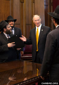 Chabad-Lubavitch emissaries discuss education with Alabama Gov. Robert Bentley