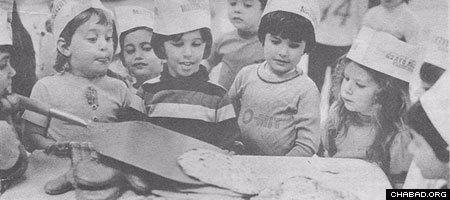 Torah Academy students in Minneapolis marvel at the handmade matzah they made at a model bakery run by Rabbi Gershon Grossbaum in 1977. (Photo: Minneapolis Star/Steve Schluter)