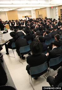 Departing rabbinical students receive last-minute training in Brooklyn, N.Y.