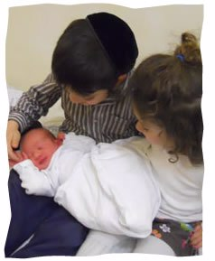 Asher Yisrael with his siblings