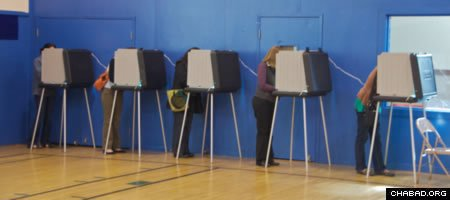 Voters cast their ballots in a California primary election in 2010. (Photo: Steve Rhodes)