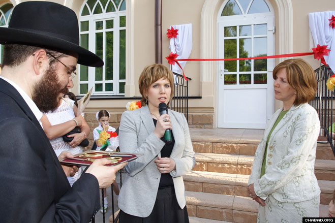 Presided over by local Chief Rabbi Levi Kaminetzky and his wife Chana, Chabad-Lubavitch emissaries to the Siberian city, the dedication ceremony came just months after the grand reopening of Tomsk's historic Choral Synagogue and its Rohr Sanctuary and Jewish Community Center.