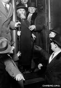 The Sixth Rebbe, Rabbi Yosef Yitzchak Schneersohn, of righteous memory, exits a train during his visit to the United States in 1929. (Photo: Lubavitch Archives)