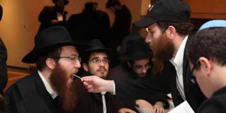A Chabad Lubavitch rabbinical student being swabbed by a Gift of Life volunteer at the central 10 Shevat gathering in Crown Heights, Brooklyn. Photo: Binyomin Lifshitz