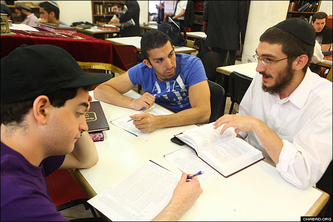 Jewish college students take part in studies at the Mayanot Institute of Jerusalem as part of the second installment of the fifth season of IsraeLinks, an intensive text-based tour of the Holy Land coordinated by the Chabad on Campus International Foundation.