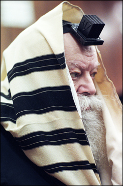 The Rebbe during the morning prayers. (Photo: Marc Asnin/Lubavitch Archives)