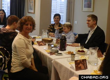 Jewish Icelanders await a traditional Passover Seder. (File photo)