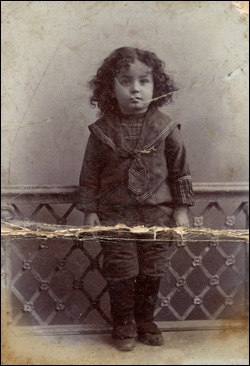The Rebbe at two-years-old. (Photo: Agudas Chassidei Chabad Library)
