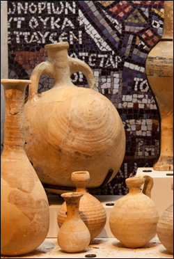 Jugs found in Qumran.