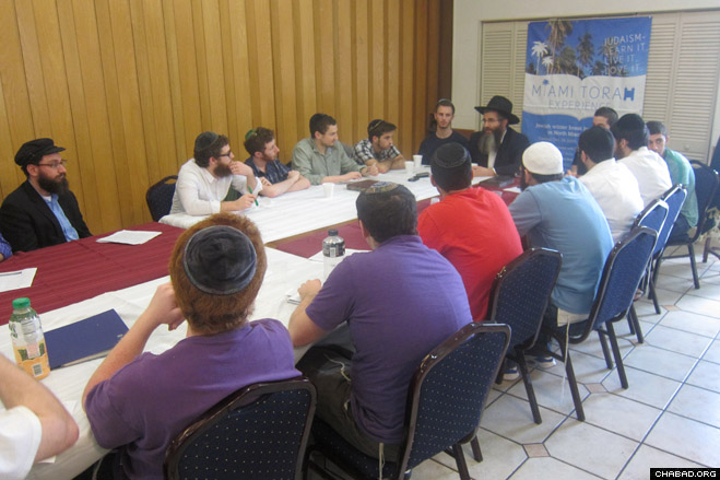Jewish college students from across North America participate in a discussion with Chabad on Campus International Foundation executive director Rabbi Yossy Gordon during this winter's Miami Torah Experience.
