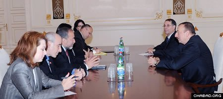 Israeli Foreign Minister Avigdor Lieberman, third from left, discusses the state of bilateral relations with Azeri President Ilham Aliyev. (Photo: President of Azerbaijan)