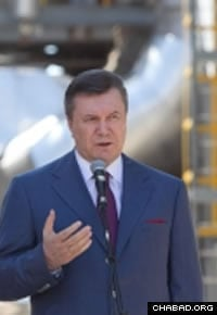Ukrainian President Viktor F. Yanukovich speaks to reporters in the Crimea after Friday's explosions in Dnepropetrovsk. (Photo: Government of Ukraine)