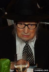 Rabbi Yosef Wineberg in 2008. (Photo: Lubavitch Archives)