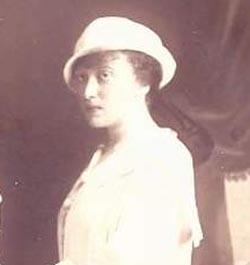 Rebbetzin Chaya Mushka in her youth
