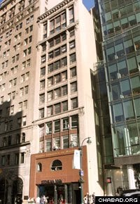 Chabad of Midtown Manhattan purchased this building at 509 Fifth Avenue.