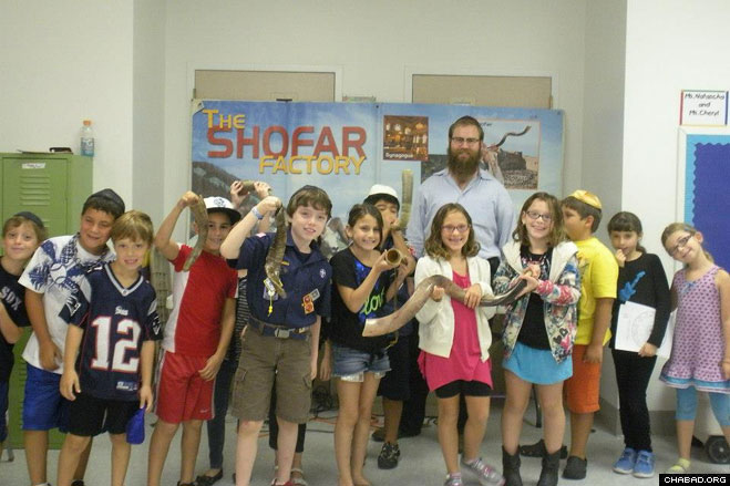 Children at the Beth Yeshurun Religious School in Houston, Texas, showoff their brand new shofars, which they fashioned with the help of Chabad-Lubavitch Rabbi Mendy Traxler.