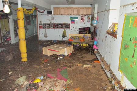 """ההרס בבית חב""""ד ברייטן ביץ', ברוקלין."""