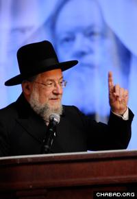 Rabbi Israel Meir Lau addresses an event honoring the Rebbe, Rabbi Menachem M. Schneerson, of righteous memory, in Philadelphia.